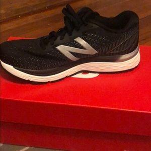 New Balance Women's 880 Running Sneakers V9